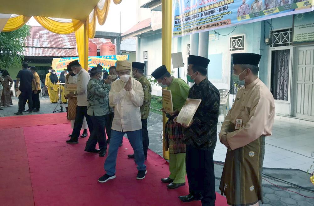 Gubri Serahkan Bantuan Uang Makan Rp23 Miliar untuk 77 Panti Asuhan di Riau
