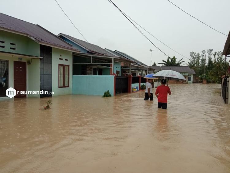 Sungai Sibam Pekanbaru Meluap Rendam Rumah Warga