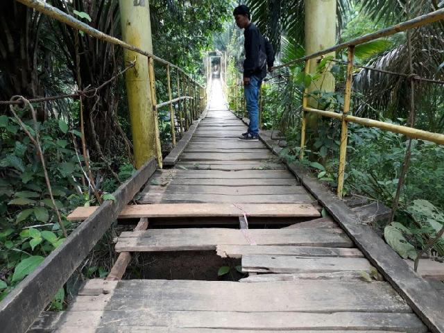 Warga Minta Jembatan Gantung Penghubung Desa Muara Tiu dan Muara Petai Direnovasi