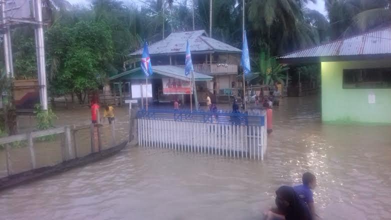 Bulog Beri Bantuan Beras kepada Korban Banjir di Riau