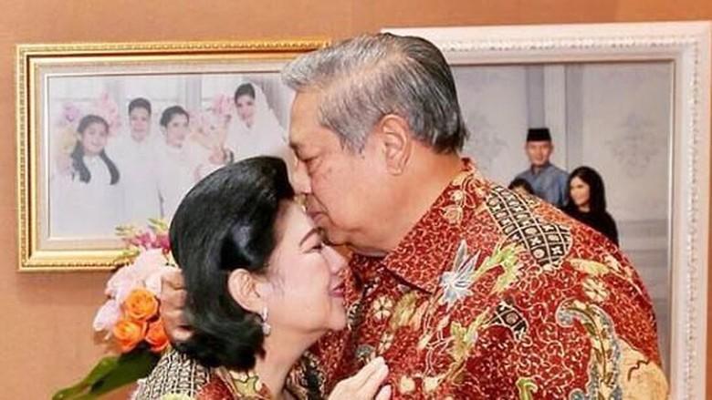 Cerita Pertemuan dan Kecupan Terakhir SBY Lepas Kepergian Istri Tercinta