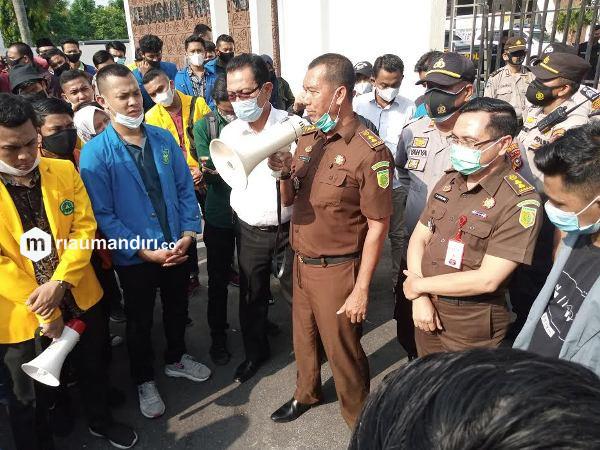 Kejati Riau Soal Pengrusakan Mobil Polisi Saat Demo Omnibus Law: Jangan Disalahkan, Mereka Pahlawan