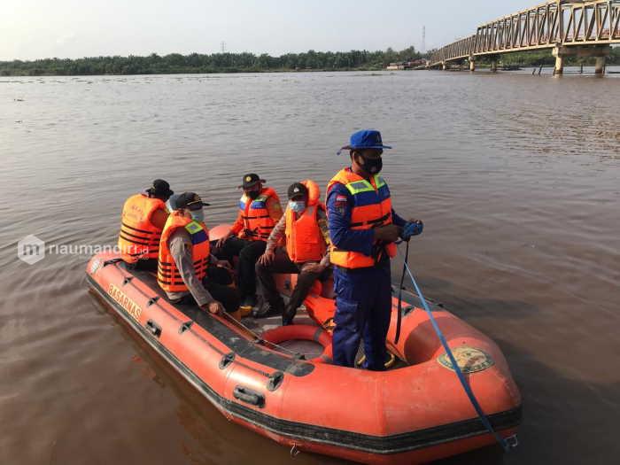 Hendak Dorong Sampan Bocor ke Pinggir Sungai, Pria di Rohil Malah Hilang