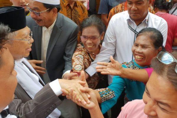 Kerap Dicium Pendukung saat Bersafari, Ma'ruf Amin Ngaku Kewalahan