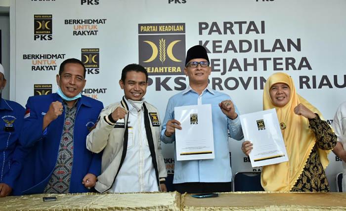 Serahkan SK, PKS Resmi Usung SAA-Reni Nurita di Pilkada Siak 2020