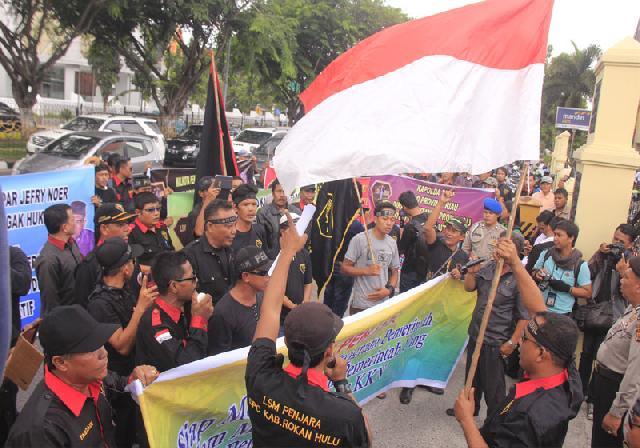 LSM Penjara Tuntut Ungkap Korupsi di Riau