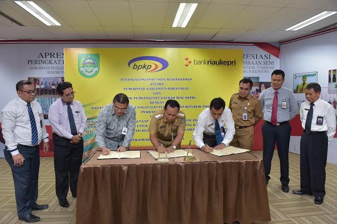 Pemkab Rohul Teken MoU Kasda Online dengan Bank Riau Kepri dan BPKP Riau