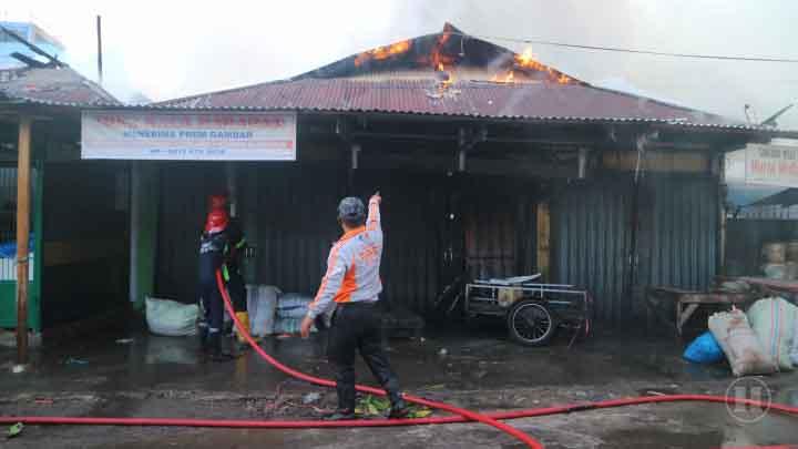 Lebaran Kedua, 19 Toko Terbakar di Pasar Raya Padang