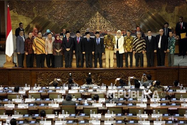 Presiden Lantik KPU, Bawaslu, dan Hakim MK Bersamaan
