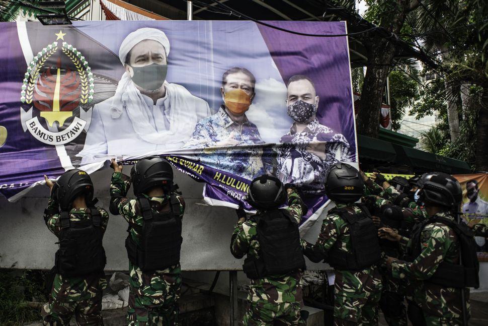 Sudah 900 Baliho Habib Rizieq Diturunkan TNI-Polri di DKI, Ini Alasannya