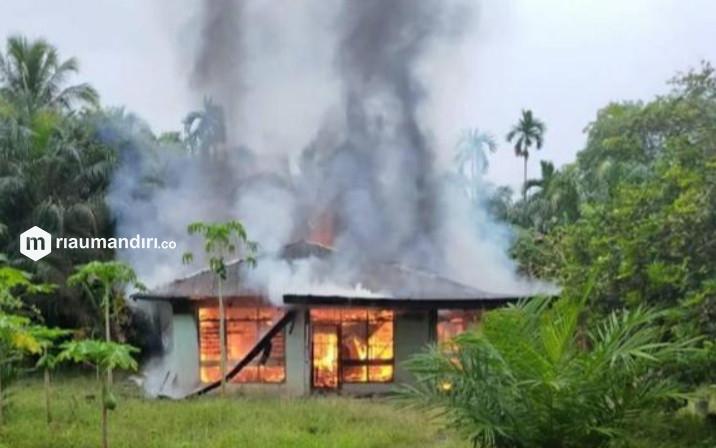 Satu Rumah Hangus Terbakar, Nenek Renta Warga Benai Terpaksa Mengungsi