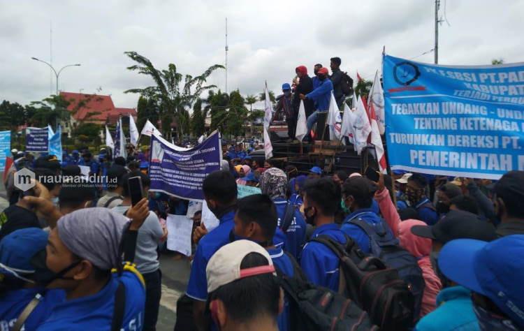 Demo di Kantor Gubernur, Buruh PT Padasa Tuntut Hak yang Belum Diberikan Perusahaan