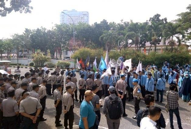 Tuding 22 Tahun Riau Terpapar Asap, Mahasiswa Demo Minta Gubernur Hentikan Karhutla