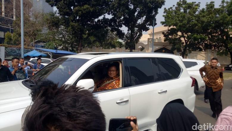 Keluar dari Rumah SBY, Prabowo: Kita Musyawarah Terus