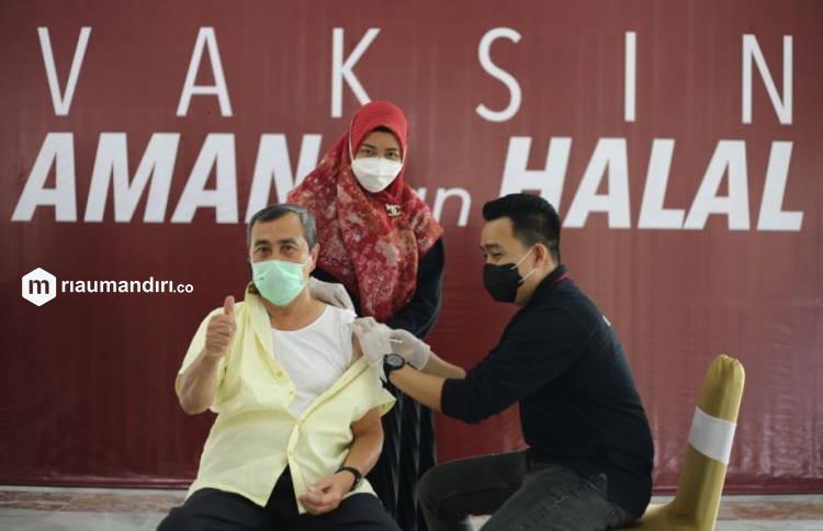 Gubernur Riau Salah Satu Penyintas Covid-19 yang Telah Divaksin