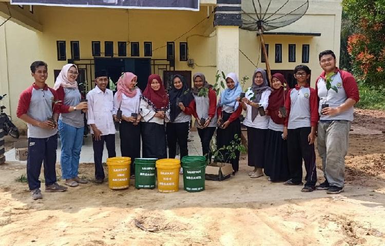 Go Green For Clean Mahasiswa Kukerta UNRI di Pematang Ibul Rohil