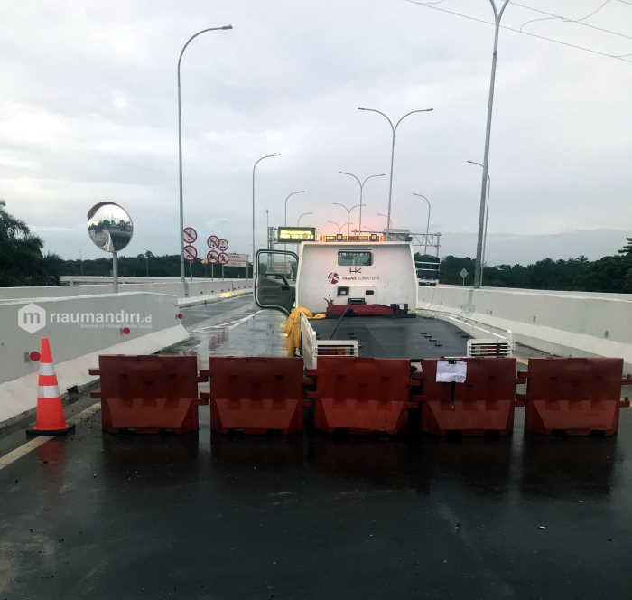 Plang Gerbang Tol Permai di Minas Rusak, Pengendara Terpaksa Masuk dari Muara Fajar