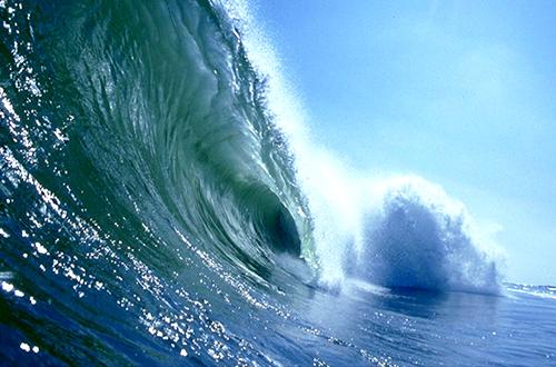 Ngeri! BMKG Prediksi Gelombang Laut di Maluku Utara Bisa Capai 6 Meter
