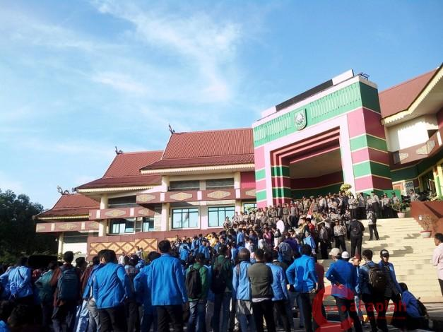 Demo di DPRD Riau, Mahasiswa Tuntut Penuntasan Kasus Pelanggaran HAM