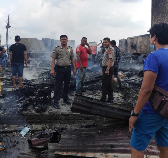 6 Unit Rumah dan 1 Unit Ruko di Sungai Apit Siak Hangus Terbakar