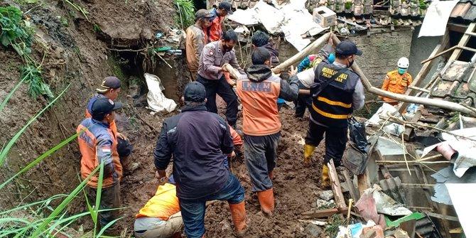 27 Orang Dilaporkan Masih Hilang Dalam Musibah Longsor di Sumedang