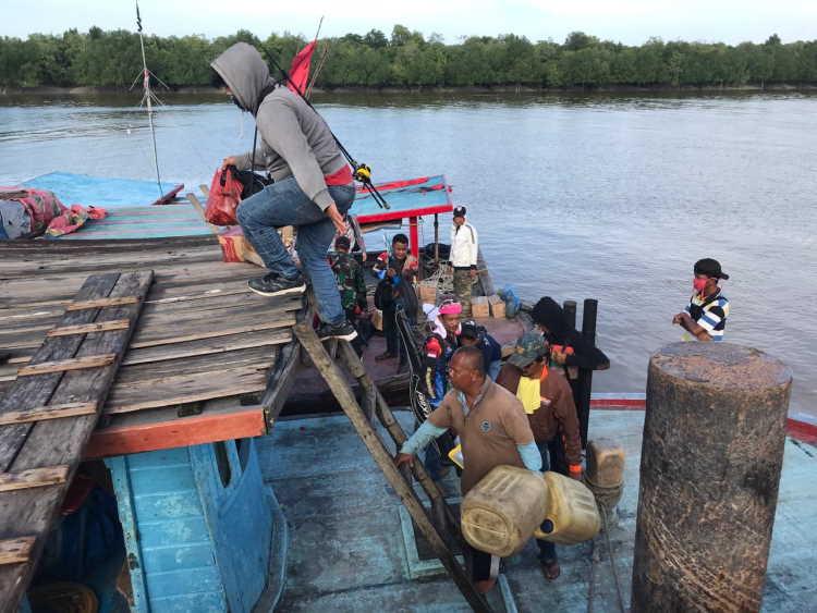 Mesin Rusak, 16 Pemancing Rohil Terapung-Apung di Laut