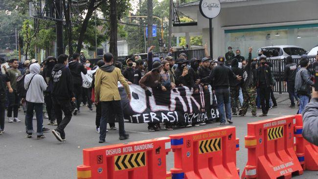 Demo Rusuh Tolak PPKM di Bandung, 7 Pemuda Dinyatakan Positif Covid-19