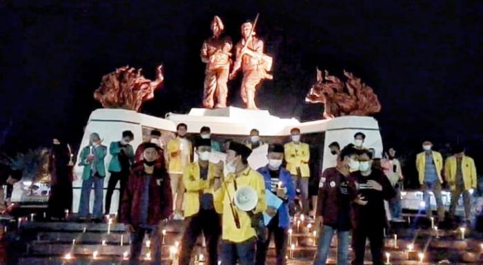 Peringati Hari Buruh, Aliansi BEM Gelar Aksi 1.000 Lilin di Depan Rumah Gubri
