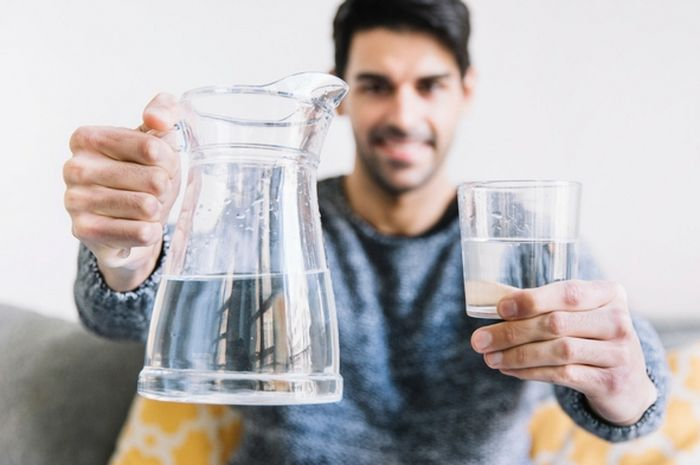 Tak Melulu Baik, Kebanyakan Minum Air Putih Bisa Sebabkan Keracunan - Riaumandiri.co