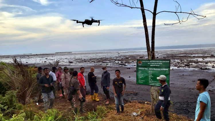 Masyarakat Bengkalis Penerima PKPM Gunakan CCTV-Drone Pantau Program Mangrove