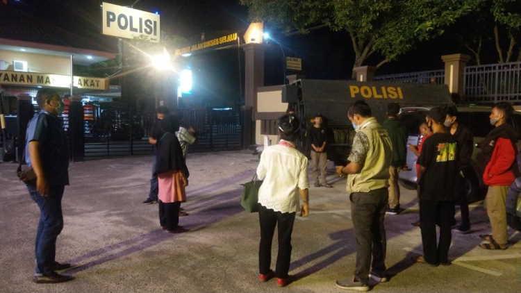 8 dari 10 Pelajar yang Diamankan Saat Demo di Kantor Gubernur Riau Akhirnya Dibebaskan