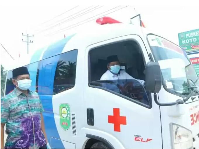 Bupati Siak Alfedri Serahkan Satu Unit Ambulance Untuk Puskesmas Koto Gasib