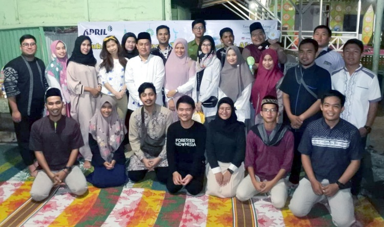 Alumni Tanoto Scholars Buka Puasa Bersama Anak Yatim