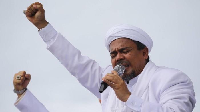 Massa Penolak dan Pendukung Habib Rizieq Bentrok di Makassar, Ada yang Bawa Badik