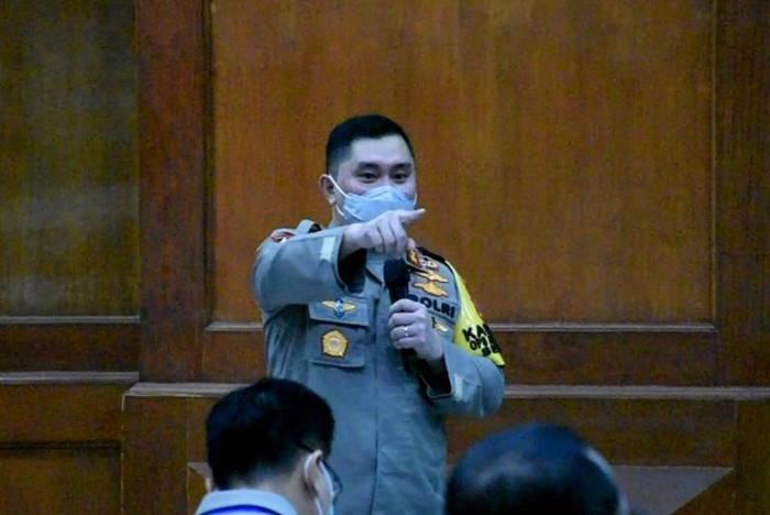 Kapolsek Gubeng Tertidur Saat Rapat, Kapolda Jatim: Heh Tolong Jangan Tidur Kamu!