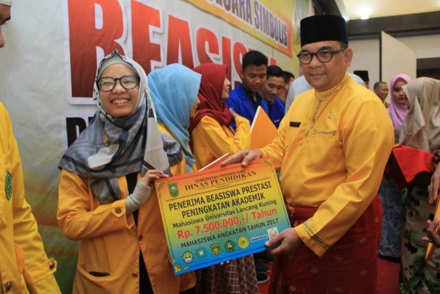 Unilak Terima Beasiswa Terbanyak dari Pemprov Riau