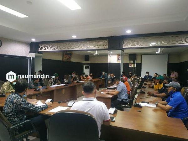HMI dan SBK Datangi DPRD, Tuntut Nasib Buruh Pengangkut Sampah Diperhatikan