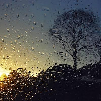 Cuaca Hari Ini: Pagi Cerah, Siang hingga Malam Hujan