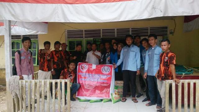 Distribusikan Bantuan ke korban Banjir Inhu