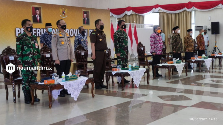 Wagubri Lantik Pengurus FKUB Riau, Disebut Abaikan Rekomendasi Gubernur