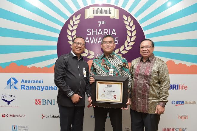 """Unit Syariah Bank Riau Kepri Raih Predikat """"Sangat Bagus"""" pada Ajang Infobank Award 2018"""