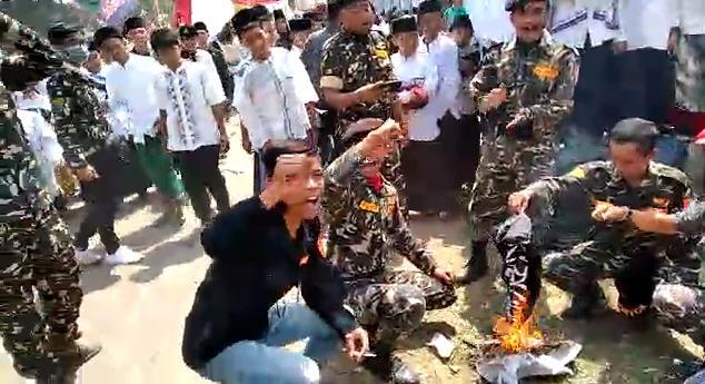 Polisi Bebaskan Tiga Orang Pembakar Bendera Tauhid