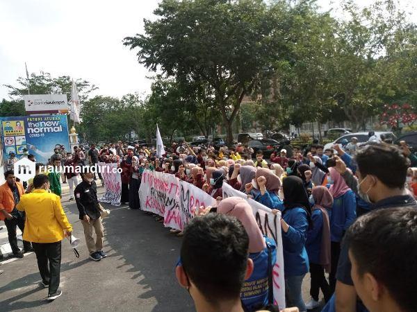 Demo Kejati, Mahasiswa di Riau Desak Sayuti Munte Dibebaskan