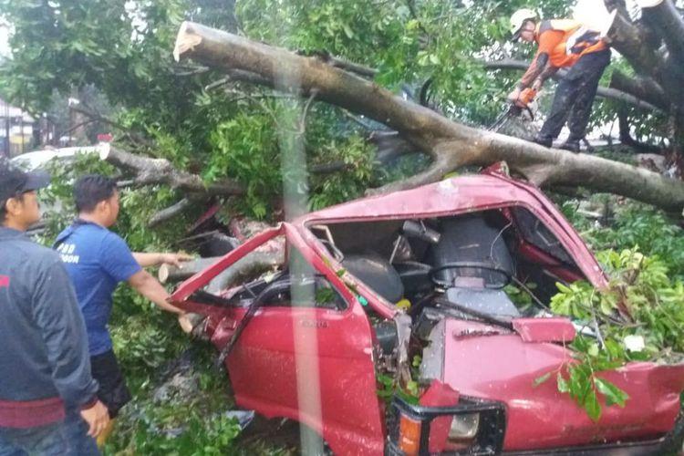 Warga Bogor Selatan Merasakan Puting Beliung Seperti Kiamat