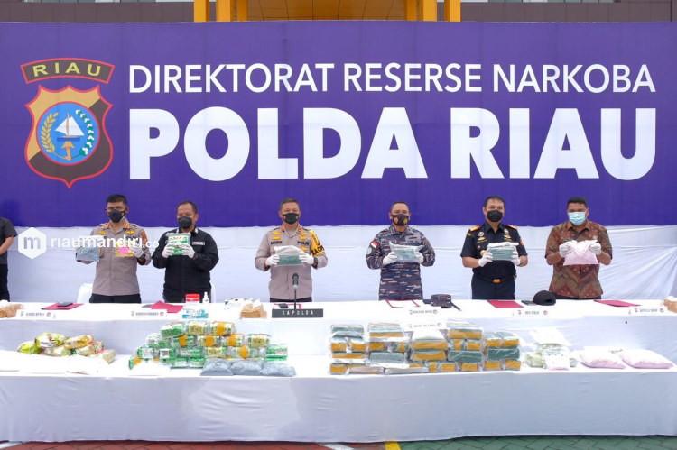 Polda Riau Musnahkan Narkoba Ratusan Miliar Rupiah