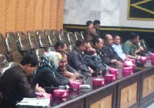 DPRD Pekanbaru Sahkan Perda Masjid Paripurna