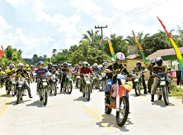 Bupati Yopi Arianto Touring  Melintasi Puluhan Desa di Empat Kecamatan